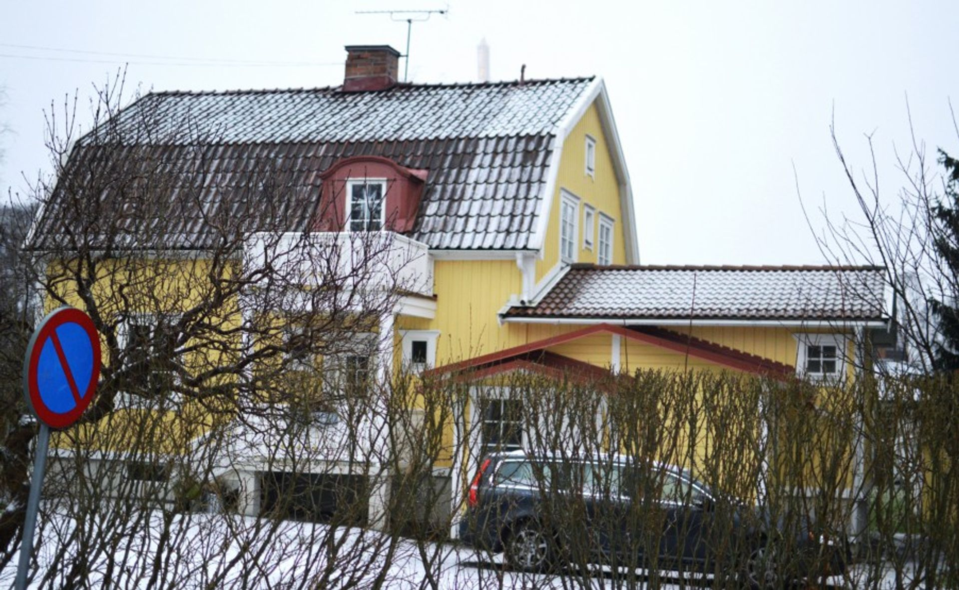 A yellow house.