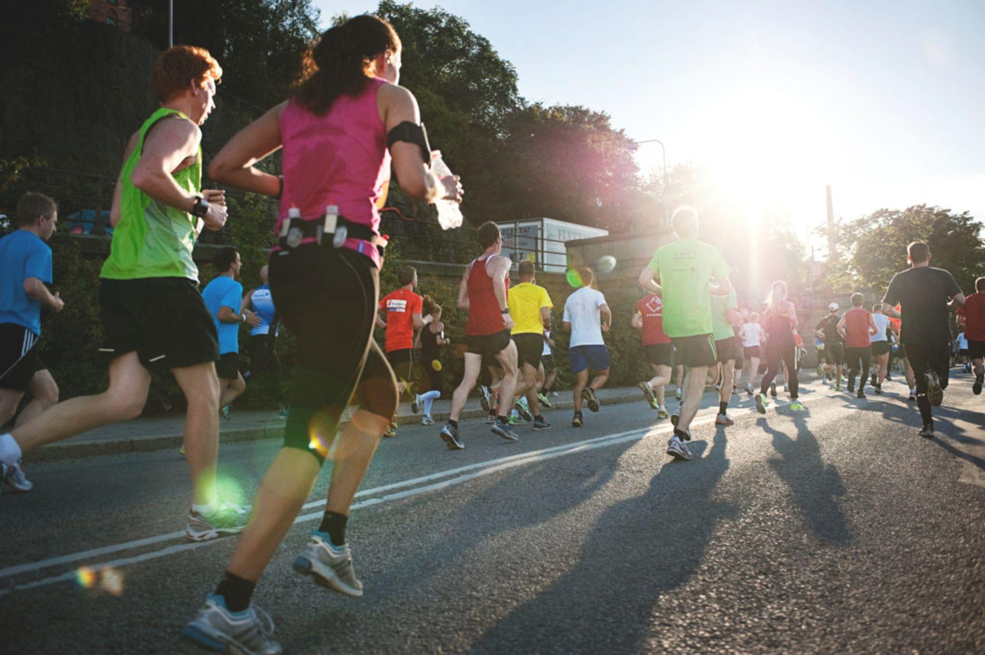 Men and women running a marathon.