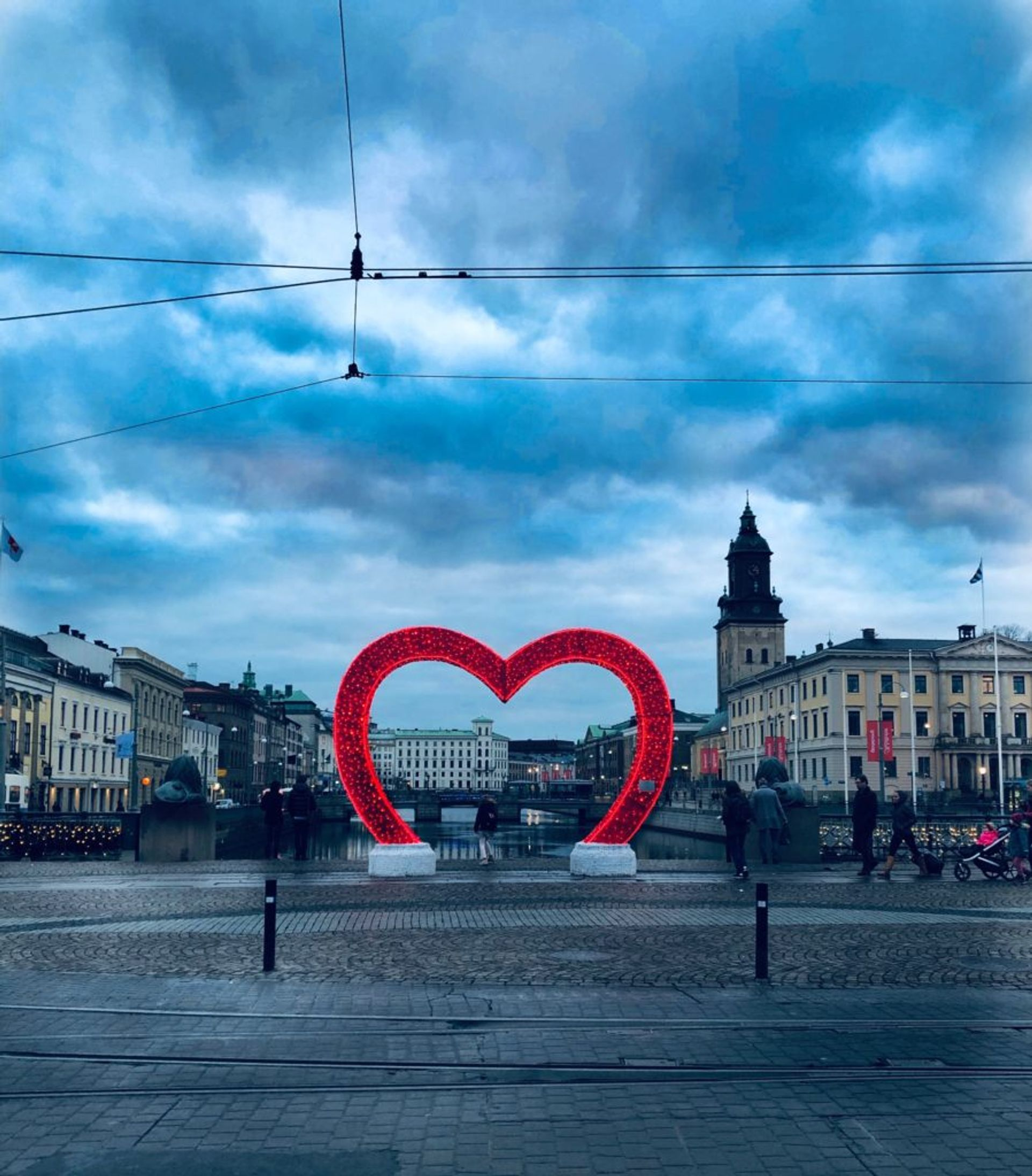 Christmas decoration in the form of a large heart on a bridge in Gothenburg.