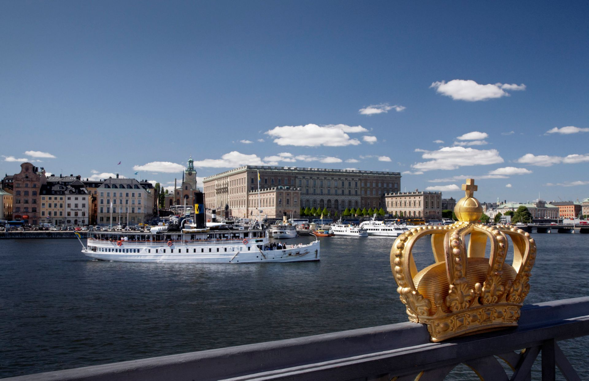 A boat in front of the Royal Palace in Stockholm.