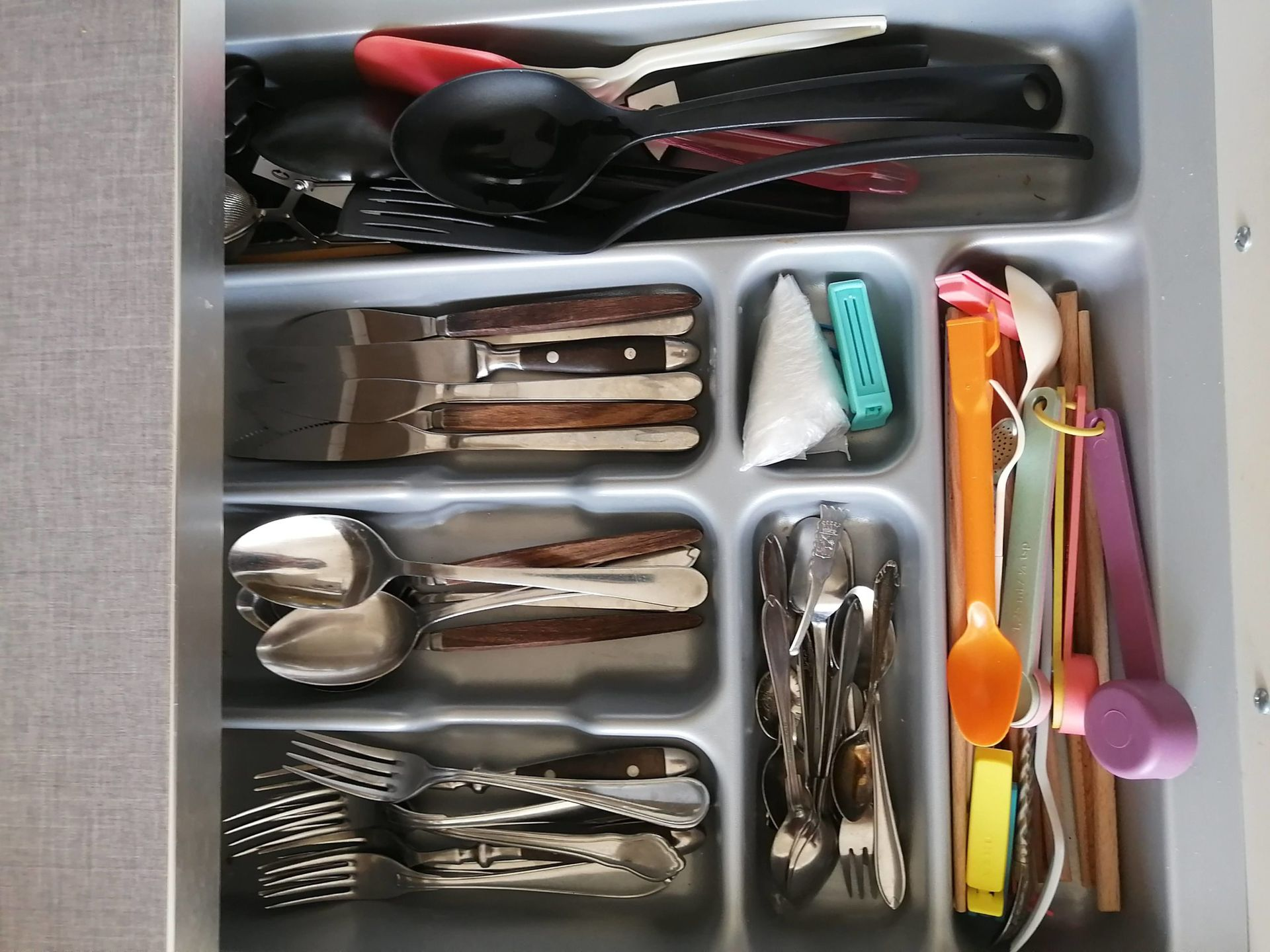 A drawer of cutlery